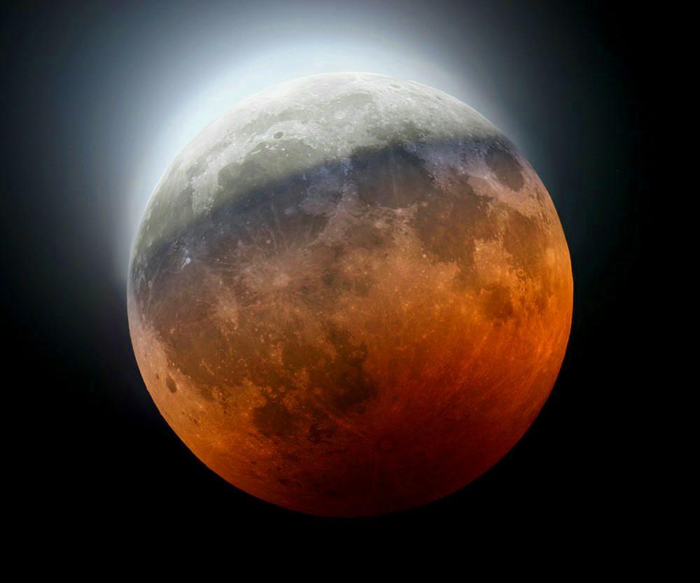 Eclissi parziale di Luna.
